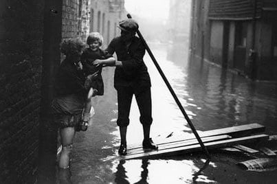 Flood-1928-rescue-via-Guardian